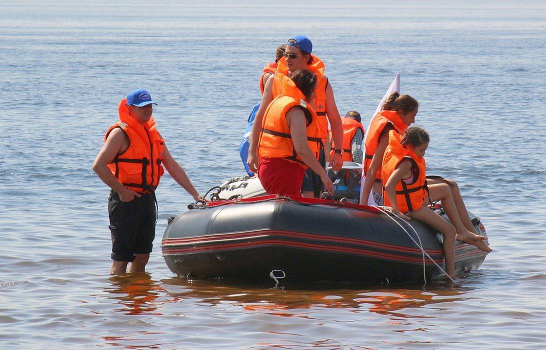 лодка флибустьер  komandor